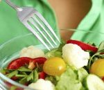 Woman-Eating-Salad-e1425142599446-225x130